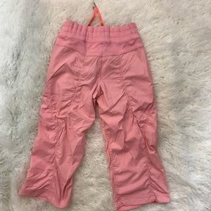 lululemon athletica Pants - Lululemon pink crop/work out Capri pants.